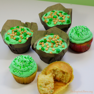 St. Patricks Day Cupcakes: Rainbow Pot of Gold