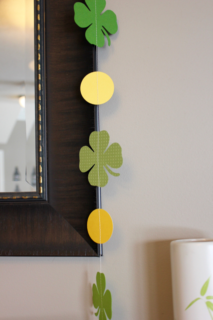 TheInspiredHome.org // DIY Paper Shamrock Garland