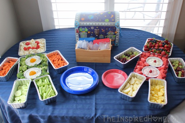 TheInspiredHome.org // Robot Birthday Party theme for first birthday. Including these awesome fruit & veggie trays!