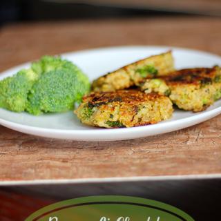 Broccoli Cheddar Quinoa Cakes