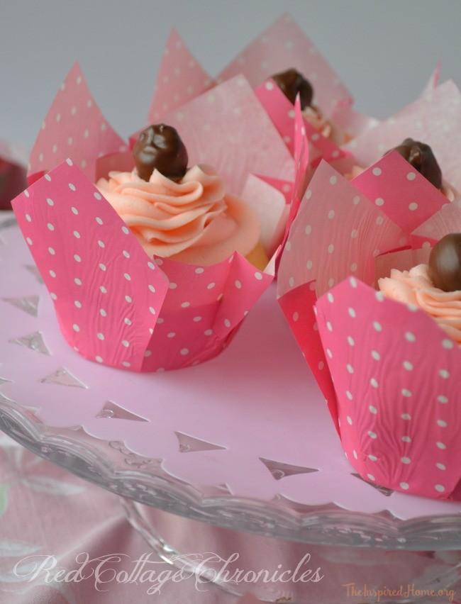 easy chocolate cherry Valentine's cupcakes