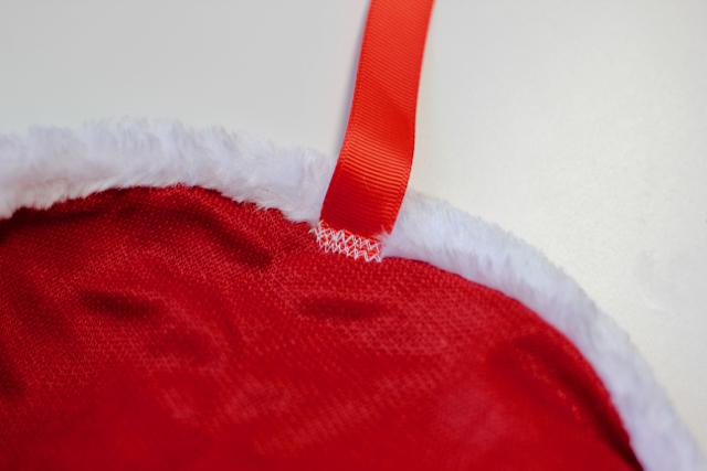 diy-santa-hat-bunting-3